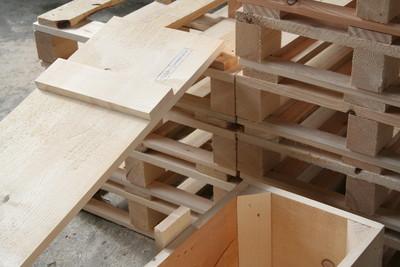Kisten und Paletten